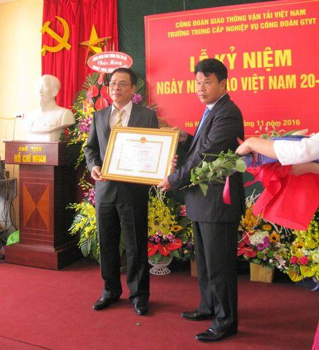 Truong Trung cap nghiep vu Cong doan GTVT: Ky niem 34 nam Ngay Nha giao VN - Anh 1