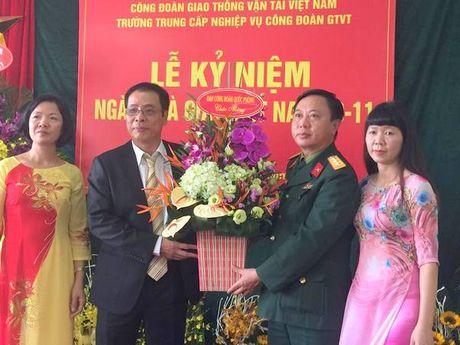 Truong Trung cap nghiep vu Cong doan GTVT: Ky niem 34 nam Ngay Nha giao VN - Anh 3