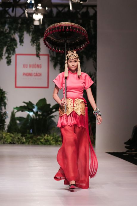 "Ngoc Chau tai ngo mo man show dien ""Xu huong va phong cach"" - Anh 1"