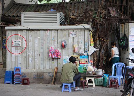 Nguy hiem rinh rap tu nhung bot dien tren pho Ha Noi - Anh 1