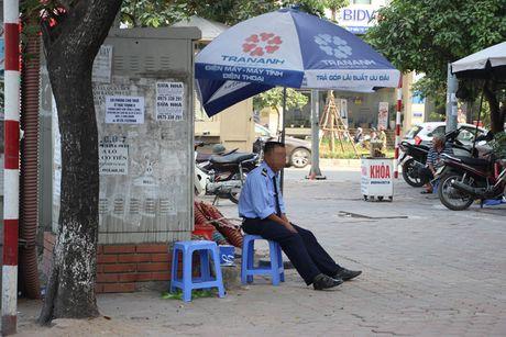 Nguy hiem rinh rap tu nhung bot dien tren pho Ha Noi - Anh 2