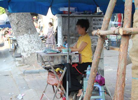 Nguy hiem rinh rap tu nhung bot dien tren pho Ha Noi - Anh 3