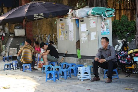 Nguy hiem rinh rap tu nhung bot dien tren pho Ha Noi - Anh 5