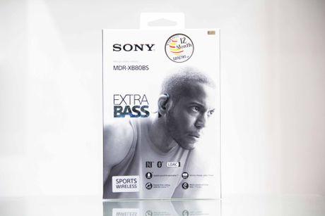 Tren tay tai nghe khong day cao cap Sony XB80BS - Anh 2