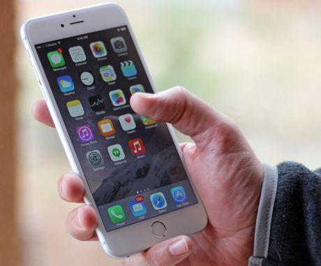 Apple sua loi chet cam ung iPhone 6 Plus gia 149USD - Anh 1