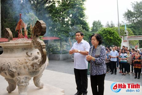 Nguyen Pho Chu tich nuoc Truong My Hoa tham ba con vung lu Ha Tinh - Anh 1