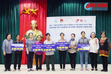 Nguyen Pho Chu tich nuoc Truong My Hoa tham ba con vung lu Ha Tinh - Anh 2