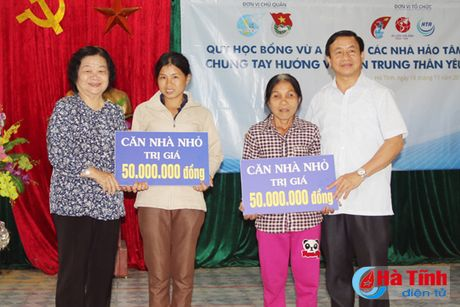 Nguyen Pho Chu tich nuoc Truong My Hoa tham ba con vung lu Ha Tinh - Anh 5