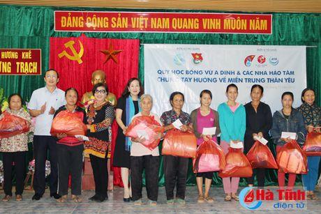 Nguyen Pho Chu tich nuoc Truong My Hoa tham ba con vung lu Ha Tinh - Anh 6