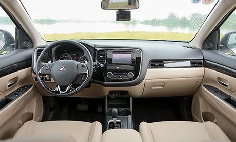 Mitsubishi Outlander - doi thu xung tam cua Mazda CX-5 - Anh 3