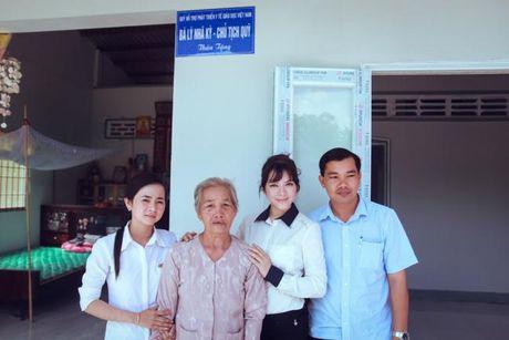 Ly Nha Ky khien nguoi ham mo am long khi tang tien khung ung ho mien Trung - Anh 2