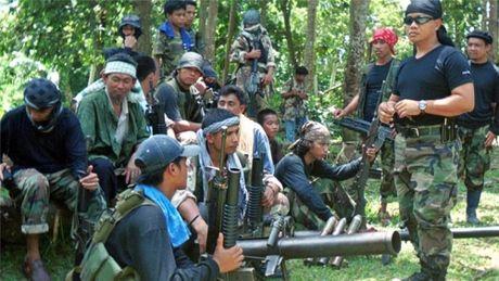 4 linh Philippines thiet mang khi dau sung voi nhom bat coc thuyen vien Viet - Anh 1