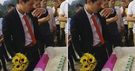 Clip muon don dau phai uong het 12 chen ruou thach khien dan mang thich thu - Anh 1