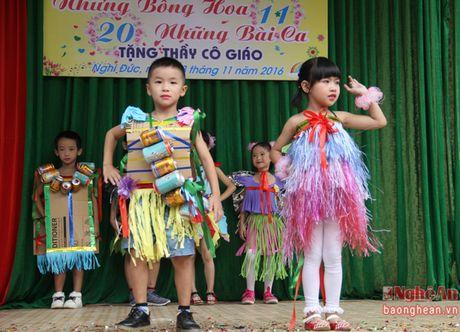 Xem hoc sinh tieu hoc bieu dien thoi trang sinh thai mung 20/11 - Anh 11