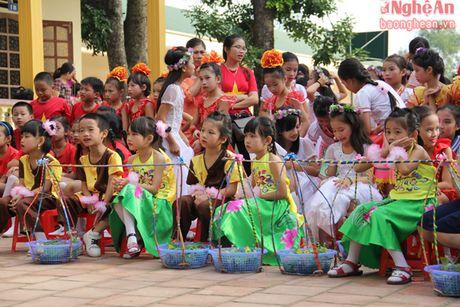 Xem hoc sinh tieu hoc bieu dien thoi trang sinh thai mung 20/11 - Anh 13
