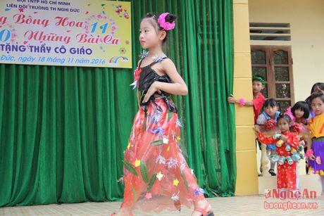 Xem hoc sinh tieu hoc bieu dien thoi trang sinh thai mung 20/11 - Anh 3