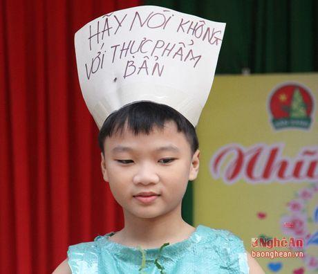 Xem hoc sinh tieu hoc bieu dien thoi trang sinh thai mung 20/11 - Anh 6