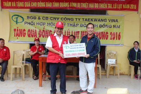 Cong doan Teakwang Vina trao hon 1 ty dong cho nguoi dan vung lu lut mien Trung - Anh 3