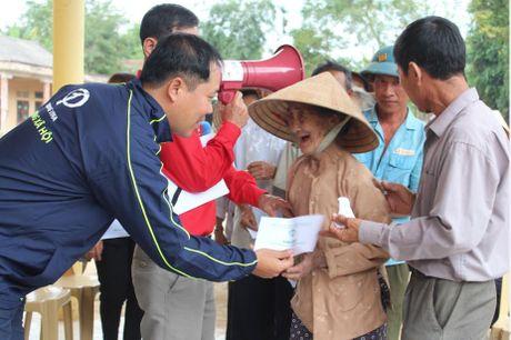 Cong doan Teakwang Vina trao hon 1 ty dong cho nguoi dan vung lu lut mien Trung - Anh 4