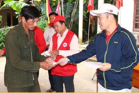 Cong doan Teakwang Vina trao hon 1 ty dong cho nguoi dan vung lu lut mien Trung - Anh 7