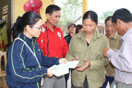 Cong doan Teakwang Vina trao hon 1 ty dong cho nguoi dan vung lu lut mien Trung - Anh 8