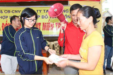 Cong doan Teakwang Vina trao hon 1 ty dong cho nguoi dan vung lu lut mien Trung - Anh 9