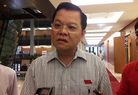 Pho Giam doc Cong an Ha Noi noi ve vu 'tau la' do chat thai xuong song Hong - Anh 1