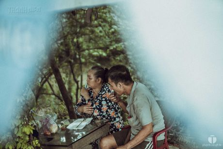 Ong Nam cut 'nhat' vo giua Sai Gon ve 'tup leu tranh' khong dien nuoc - Anh 2