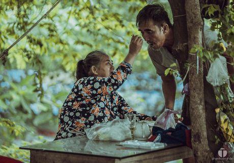 Ong Nam cut 'nhat' vo giua Sai Gon ve 'tup leu tranh' khong dien nuoc - Anh 4