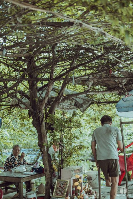 Ong Nam cut 'nhat' vo giua Sai Gon ve 'tup leu tranh' khong dien nuoc - Anh 6