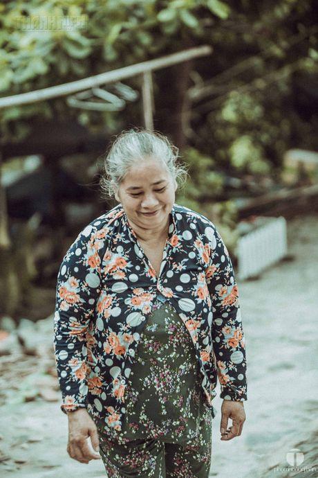 Ong Nam cut 'nhat' vo giua Sai Gon ve 'tup leu tranh' khong dien nuoc - Anh 7