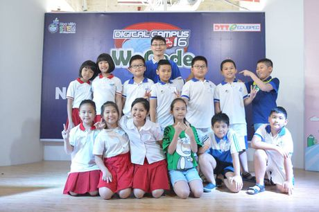 28 hoc sinh Viet Nam tranh tai lap trinh sang tao quoc te tai Indonesia - Anh 1