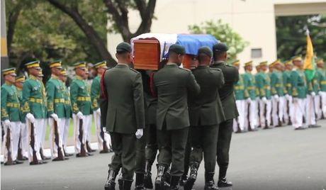 Di hai ong Marcos duoc mai tang o nghia trang anh hung - Anh 2