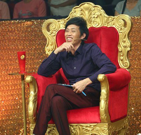 Gia Bao dien lai vai cua Hoai Linh trong Cuoi xuyen Viet - Anh 3