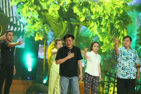 Gia Bao dien lai vai cua Hoai Linh trong Cuoi xuyen Viet - Anh 6