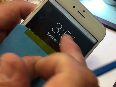 Apple ra gia 149 USD sua iPhone 6 Plus liet cam ung - Anh 1