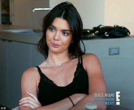 Kendall len tieng sau tin ghen ty em gai hot girl - Anh 2