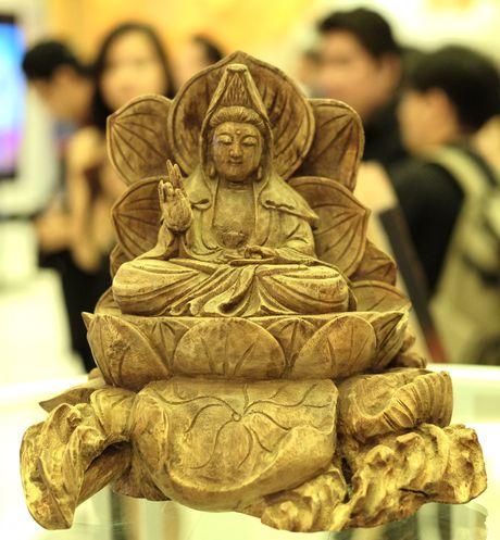Le Quyen dong gop 11.000 USD ung ho nan nhan mua ban nguoi - Anh 2