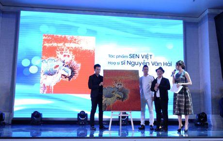 Le Quyen dong gop 11.000 USD ung ho nan nhan mua ban nguoi - Anh 4