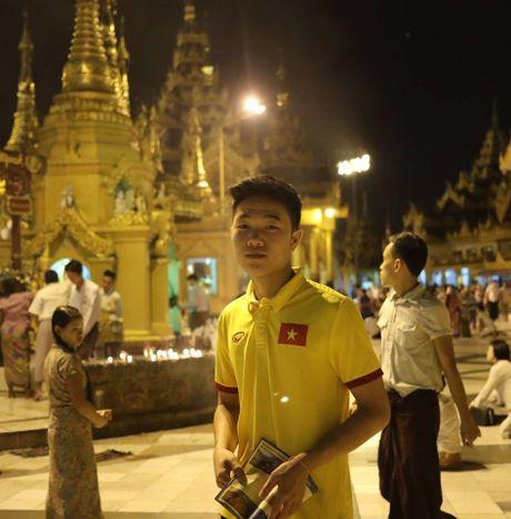 Tuyen thu Viet Nam di chua Vang cau may - Anh 2