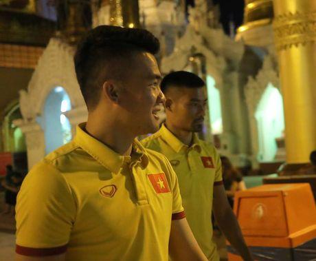 Tuyen thu Viet Nam di chua Vang cau may - Anh 3