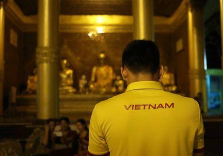 Tuyen thu Viet Nam di chua Vang cau may - Anh 6