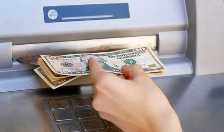 Nhat duoc the ATM, rut trom 50 trieu roi om hoa tu toi - Anh 1