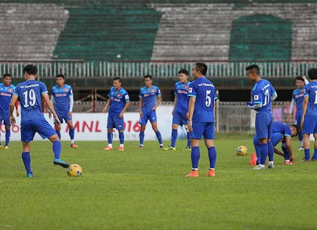Tuyen thu Viet Nam nin tho cho chot danh sach du AFF Cup - Anh 1