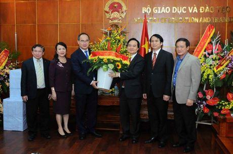 Sau Quoc hoi, Bo truong Phung Xuan Nha tham ai dip 20/11? - Anh 2