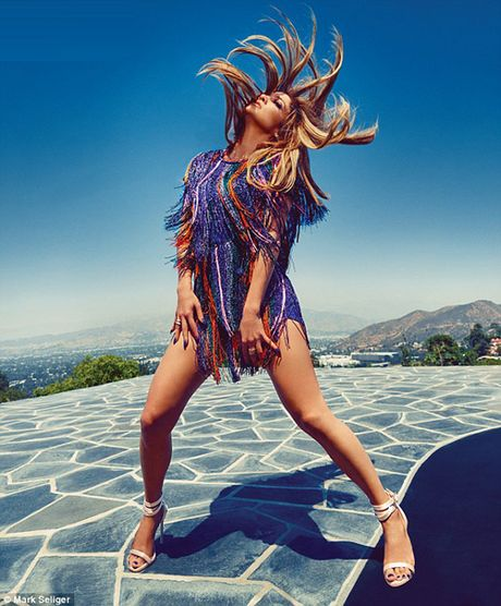 Ca si Jennifer Lopez khoe duong cong boc lua - Anh 3