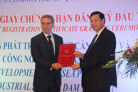 Quang Ninh trao Giay chung nhan dau tu Du an To hop cang bien va KCN Dam Nha Mac - Anh 1