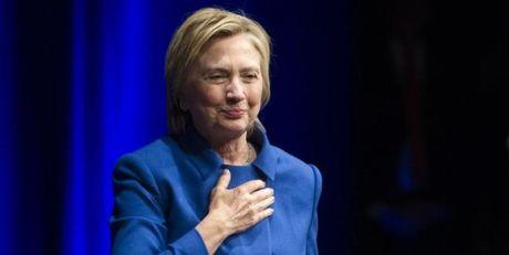 Tro ve la nguoi phu nu binh thuong, ba Clinton xuat hien khong trang diem sac lanh sau that bai - Anh 1