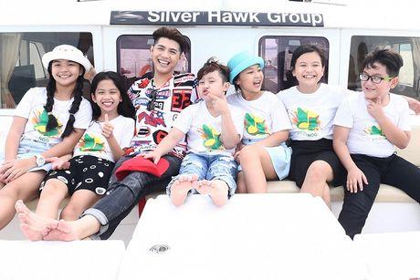 Noo Phuoc Thinh cung hoc tro cung hao hung vui choi Thai Lan - Anh 3