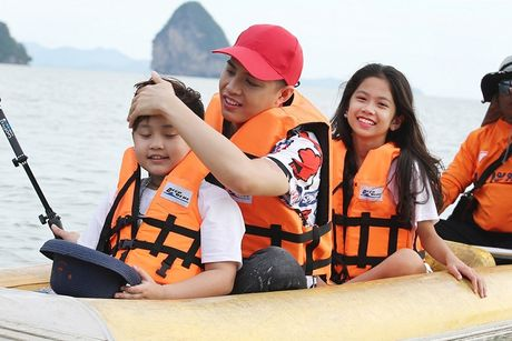 Noo Phuoc Thinh cung hoc tro cung hao hung vui choi Thai Lan - Anh 5